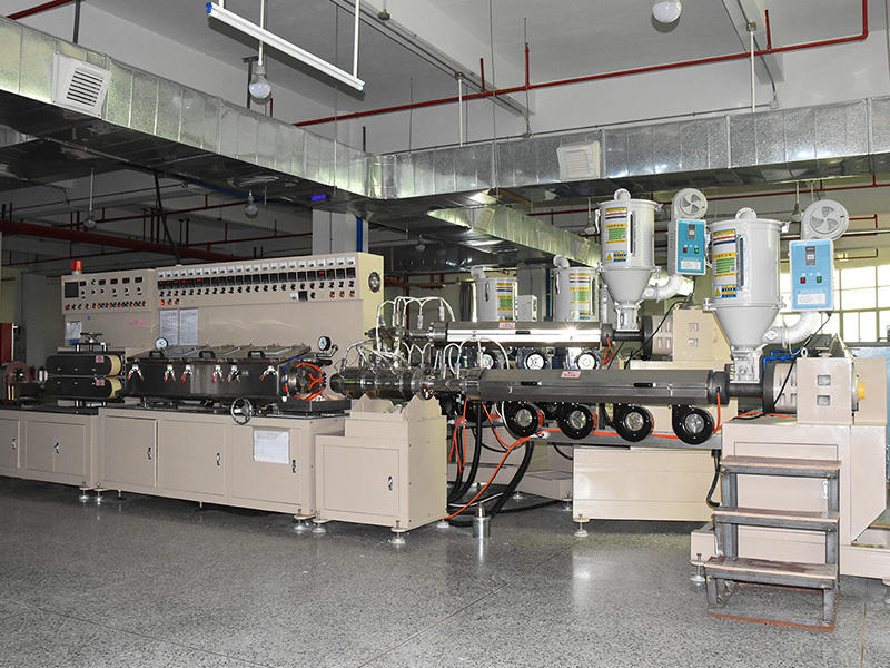 Automatically PE tube extruding machine